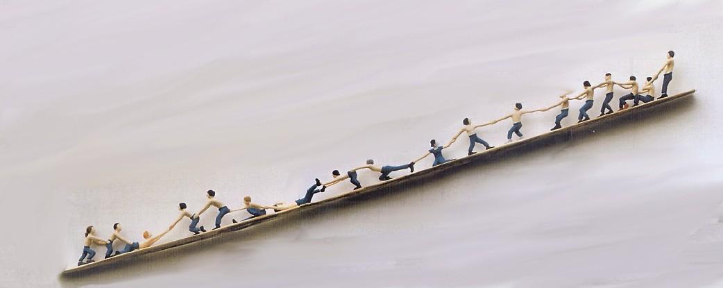 Gemeinsam nach oben, Linde bemalt 420x18x25cm