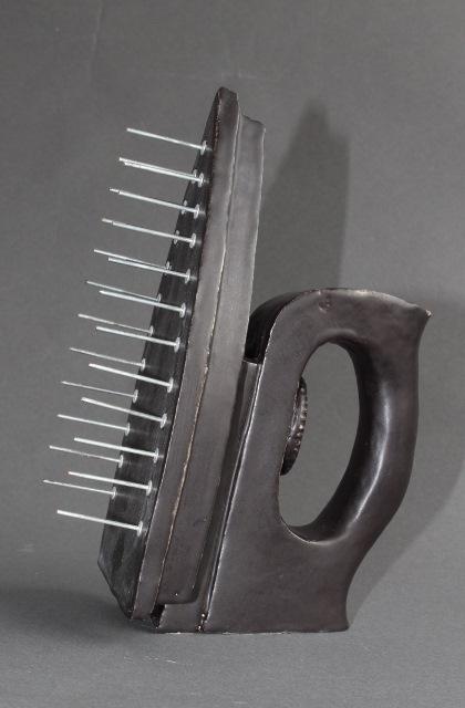 Schonungslos, frei nach Man Ray, Keramik mit Stahlnieten 11x11x24 cm
