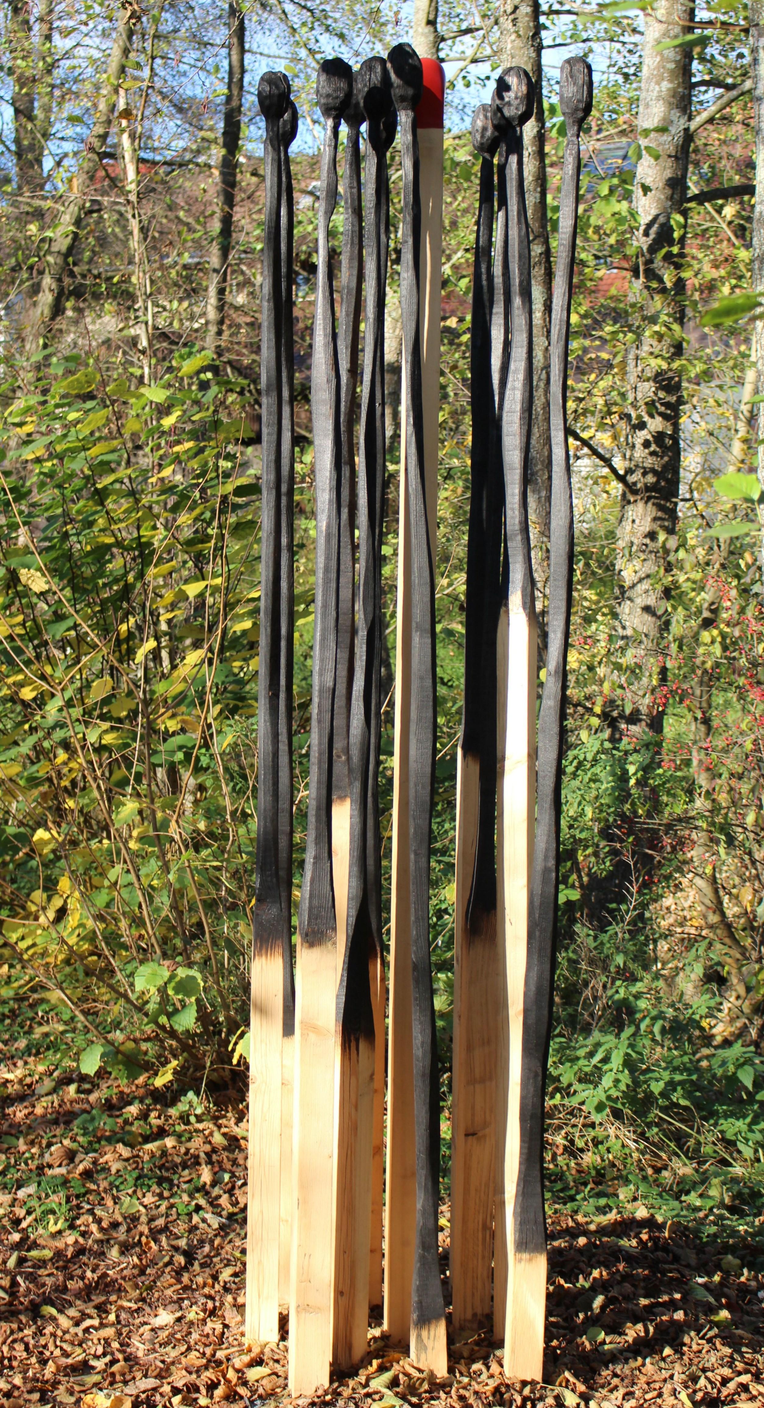 Kleinsteinbach - Pfinztaler Skulpturenweg, Brennpunkte, Tanne teilw. geschwärzt, 300 x 70 x 70 cm