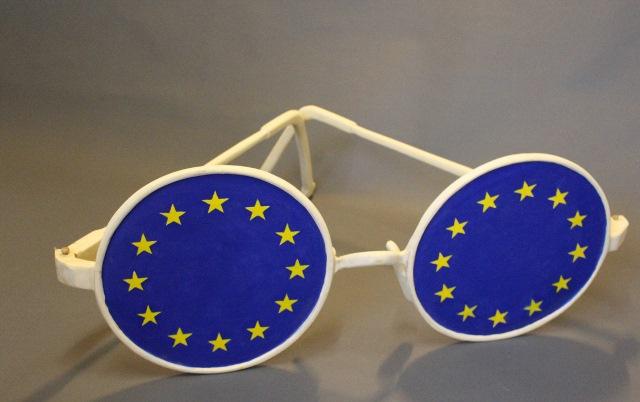europabrille-linde-teilweise-bemalt-90x110x34cm-640x402