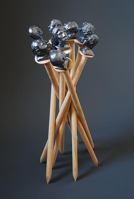 naegel-mit-koepfen-linde-keramik-85-x-40-x-30-cm