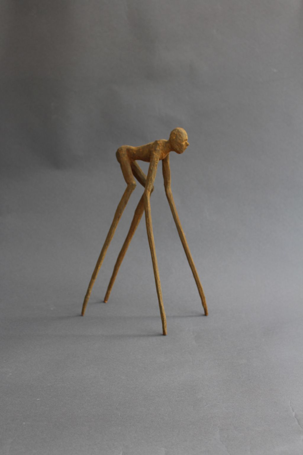 spinnenlaeufer-linde-bemalt-15x13x33cm